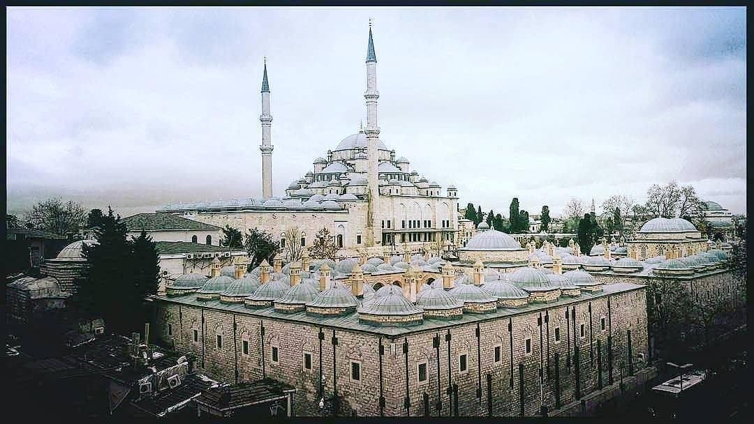 صباح الخير صورة مميزة لجامع سلطان محمد فاتح تركيا اسطنبول الهوا للعقارات
