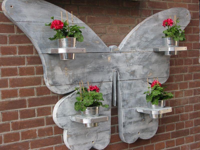 Vlinder van steigerhout voor de tuin tuin iedeen for Decoratie vlinders voor in de tuin