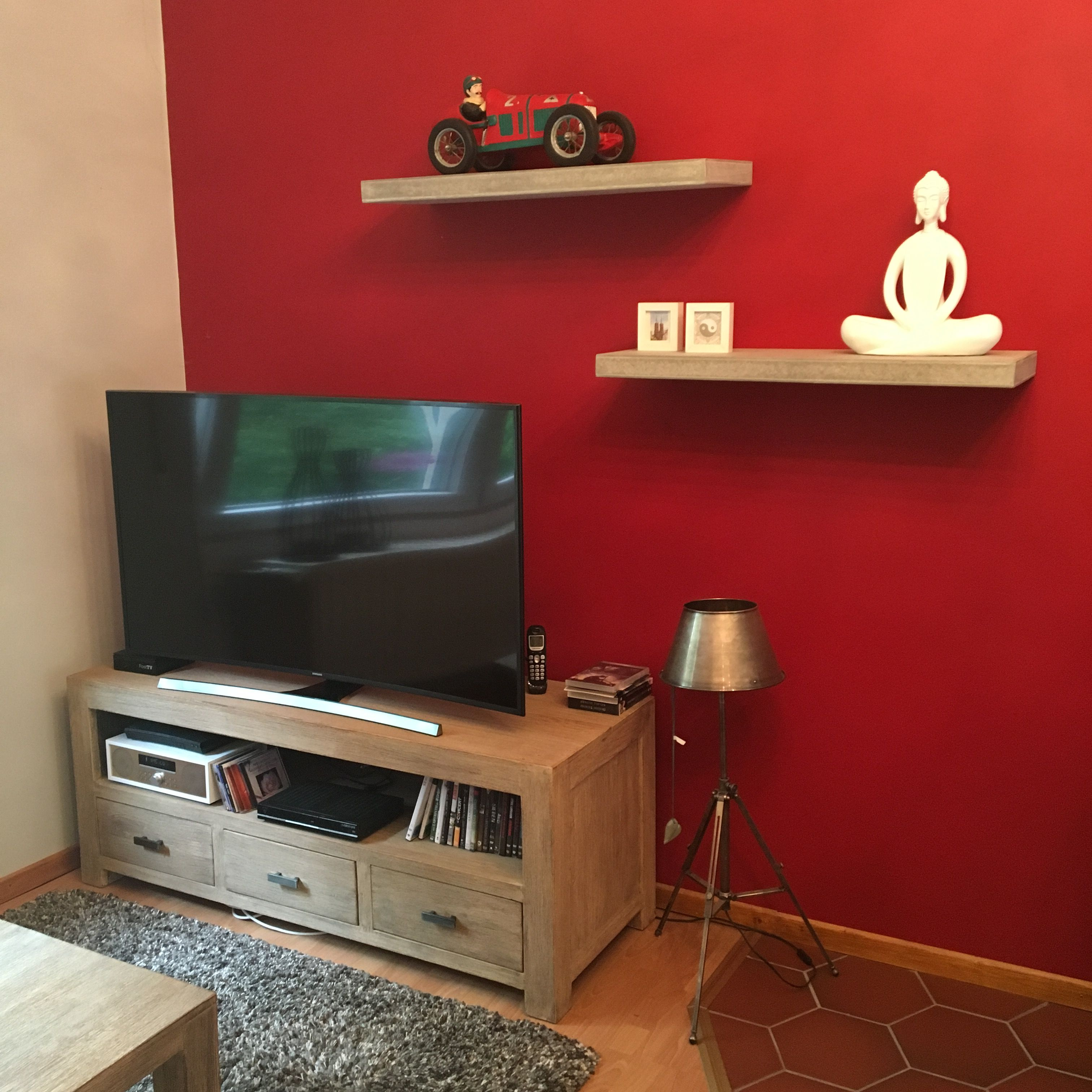 deko #Wohnzimmer #rot  Flat screen, Electronic products
