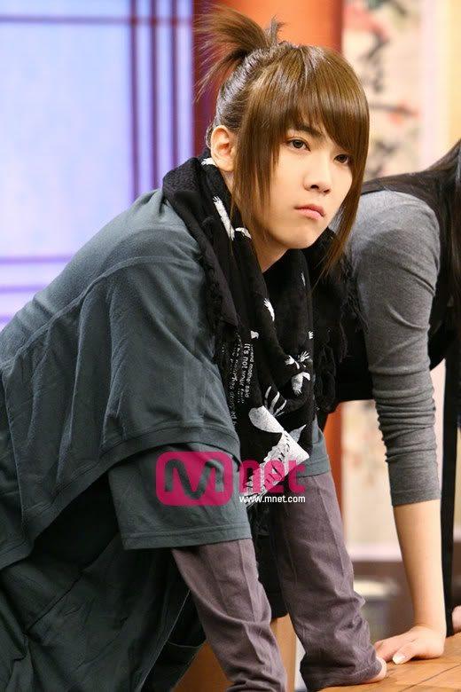 10 Male K Pop Idols You Forgot Had Long Hair Koreaboo Boys Long Hairstyles Long Hair Styles Down Hairstyles