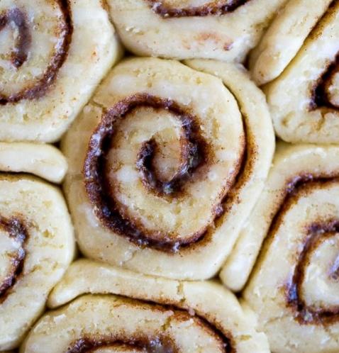 THE BEST GLUTEN FREE CINNAMON ROLLS #rolls #desserts #gluten #sugar #cakes #glutenfreebreakfasts