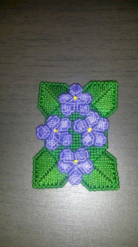Violette plastic canvas