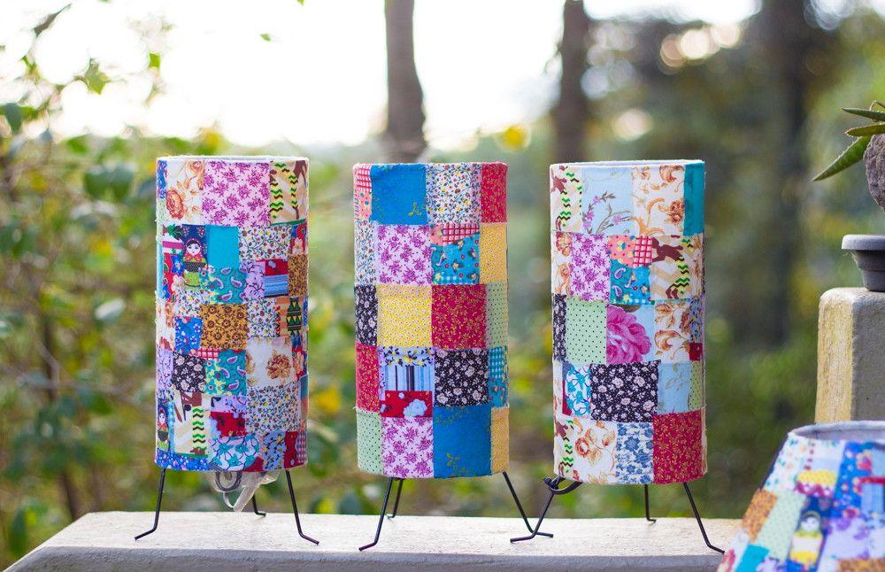 Lindíssimo e colorido kit com 3 Luminárias, revestidas com retalhos de tecidos diversos! <br> <br>Obs* Foto ilustrativa, os retalhos podem ser alterados sem aviso prévio!