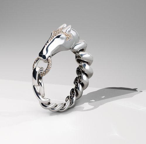 2d396360bd8 Exposition  Hermès offre un écrin pour ses bijoux en argent