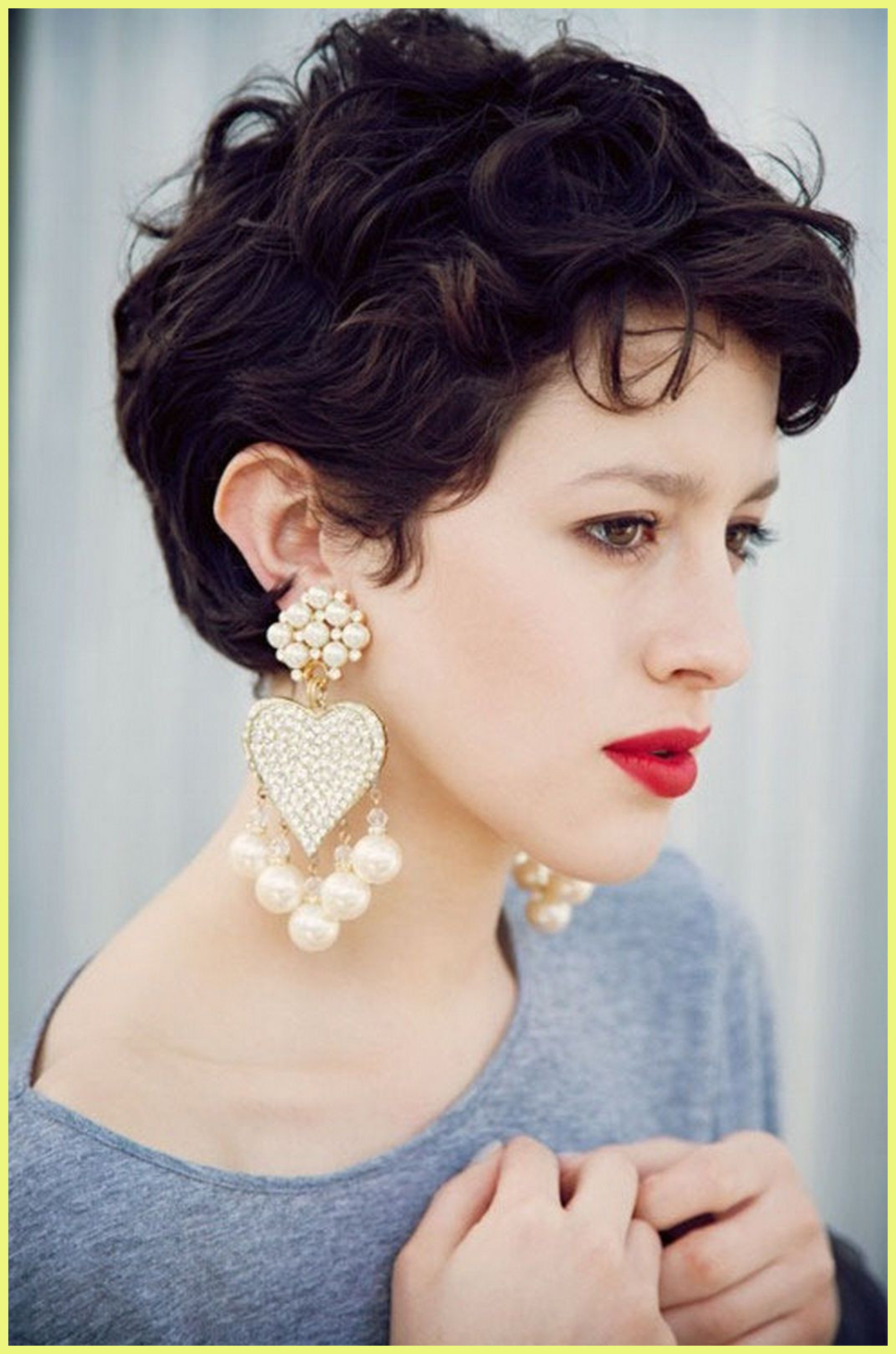Short Hairstyles For Thick Curly Hair Round Face 69266 Short Hairstyles Thick Hair Round Fa In 2020 Short Hairstyles For Thick Hair Thick Hair Styles Curly Hair Styles