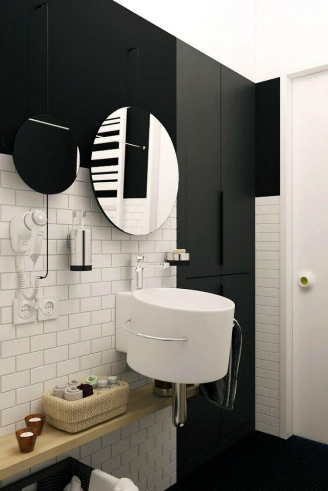 wandhängendes Waschbecken in ovaler Form schwarz-weiße Fliesen in - schwarz wei fliesen bad