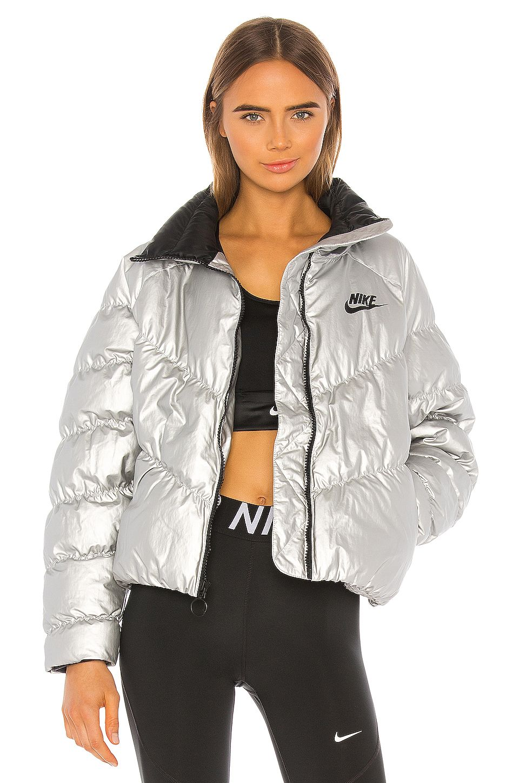 Nike Puffer Jacket In Metallic Silver Affiliate Affiliate Puffer Silver Metallic Nike Nike Puffer Jacket Nike Bomber Jacket Fashion Clothes Women [ 1450 x 960 Pixel ]