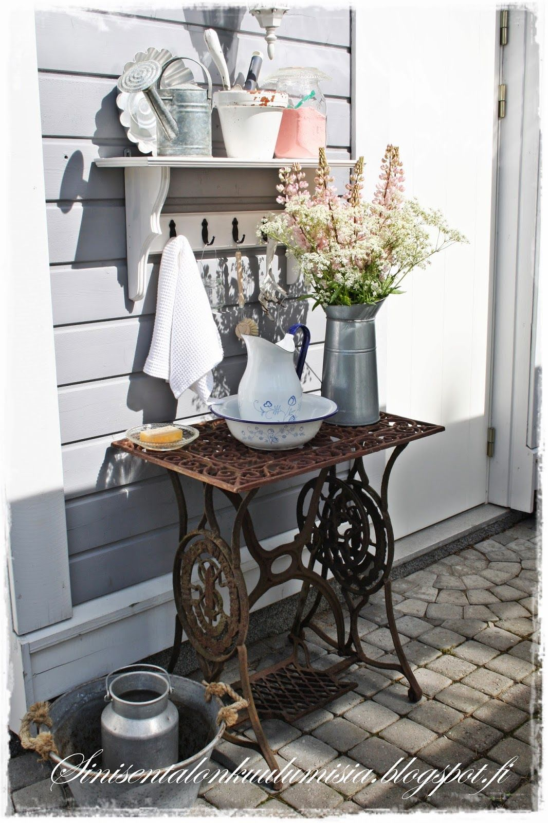 sinisen talon kuulumisia pesup yt puutarha kukat garden flowers pinterest alte. Black Bedroom Furniture Sets. Home Design Ideas