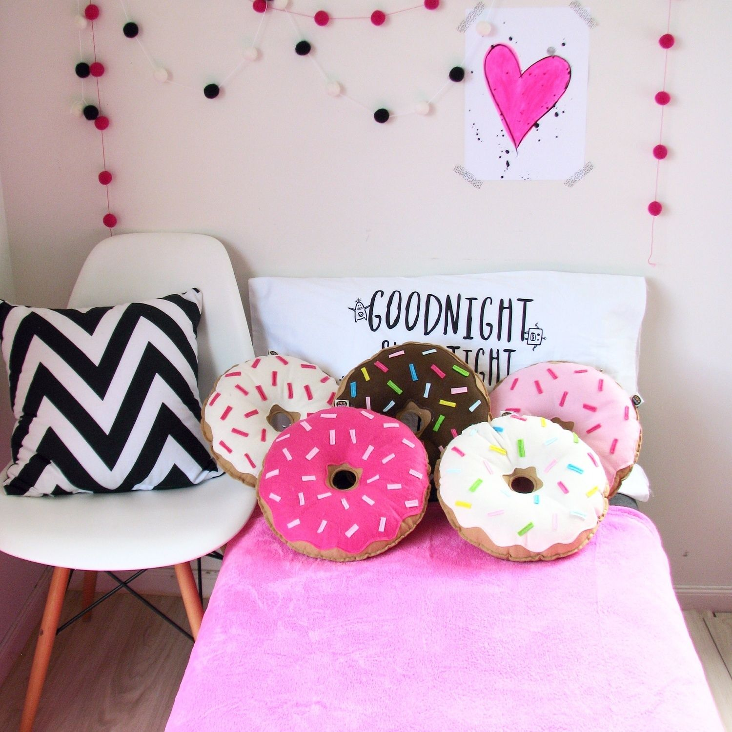 donut pillows diy pinterest kissen deko und kinderzimmer. Black Bedroom Furniture Sets. Home Design Ideas
