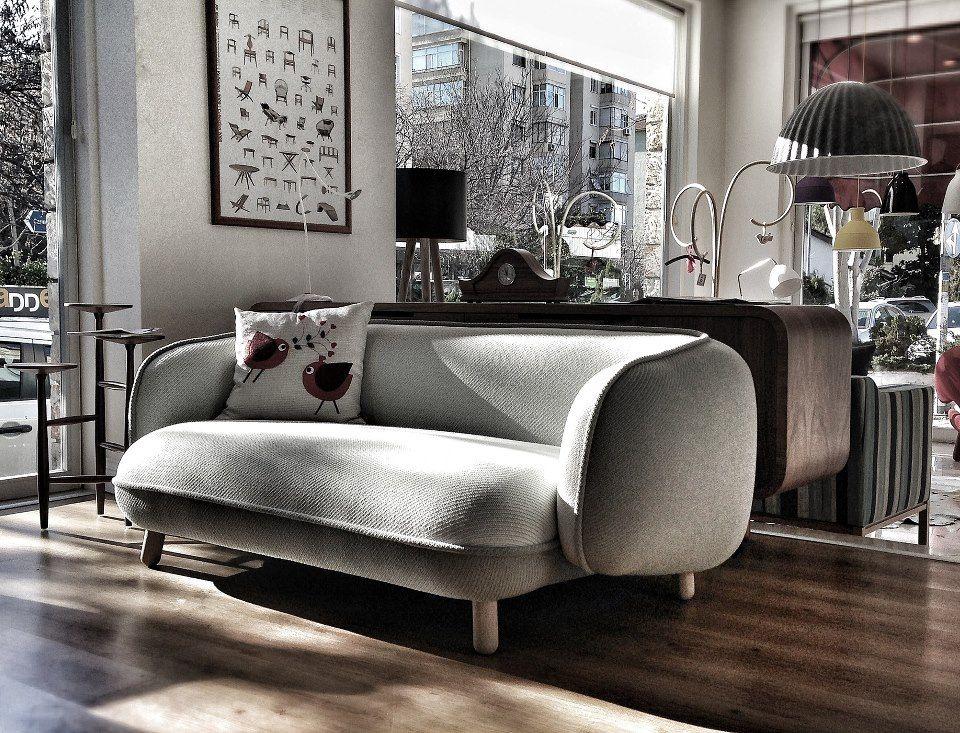 Versus Basset Sofa In Nordist Showroom Haus