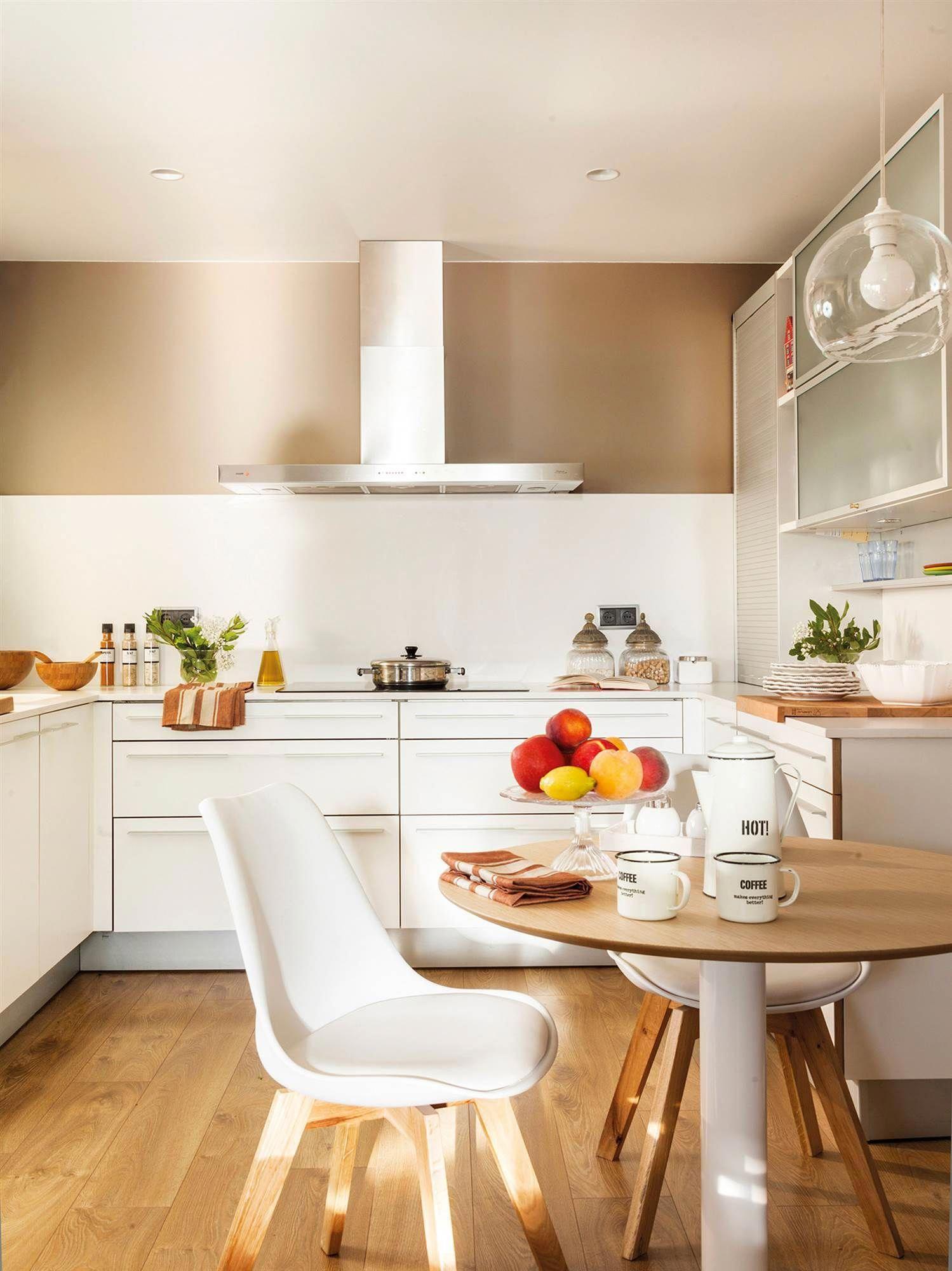 00458639 O Cocina En Blanco Con Office Y Suelo De Madera 00458639