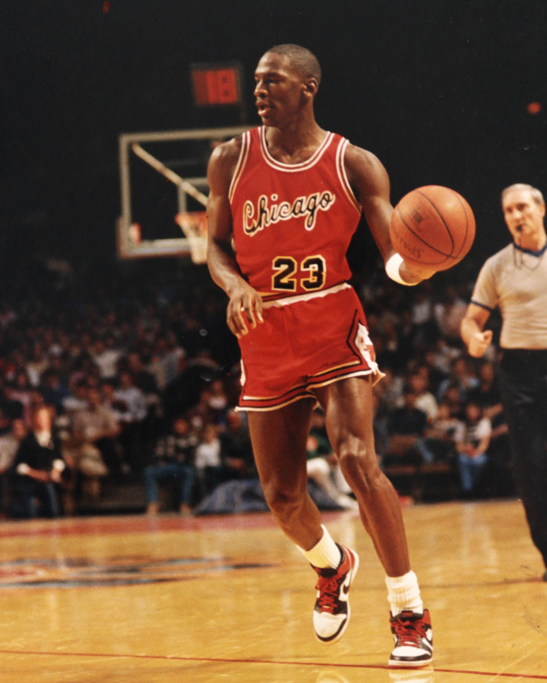 usuario valores Isla Stewart  Kicks On Court Classic // Every Air Jordan That Michael Jordan Played In |  Nice Kicks | Michael jordan, Michael jordan basketball, Air jordans