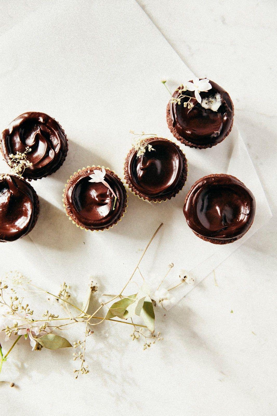 ... double chocolate crème fraîche cupcakes ...