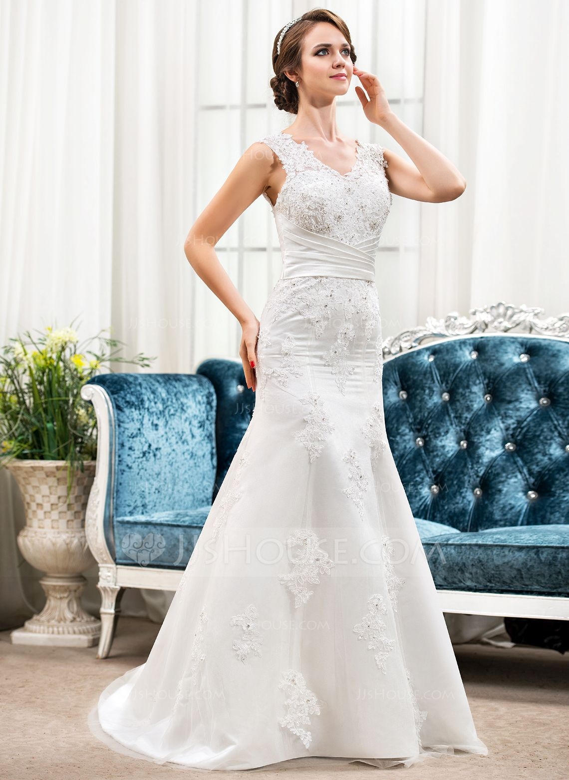 Trumpetmermaid vneck sweep train lace wedding dress with ruffle