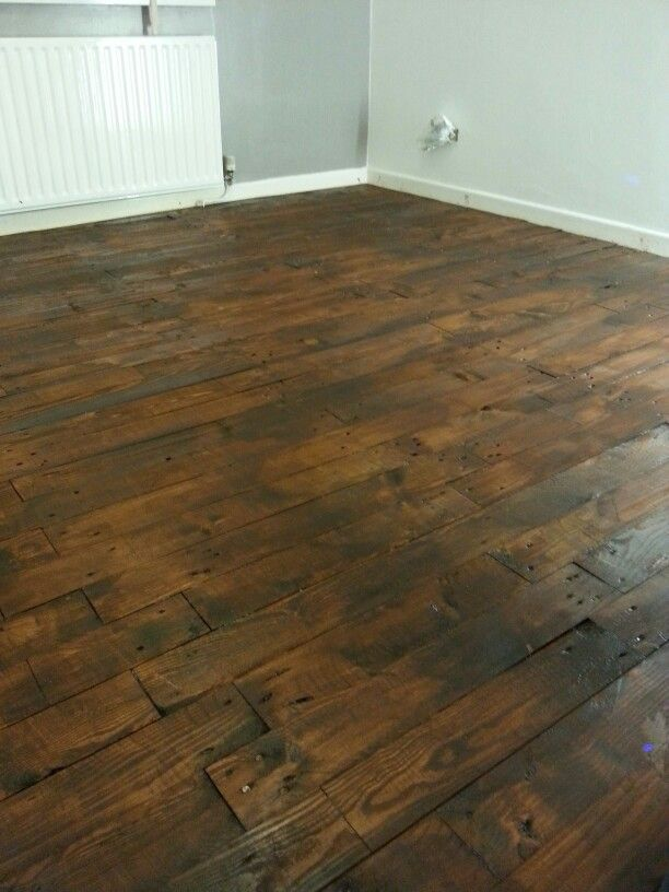 My pallet wood floor, reclaimed pine from 22 euro pallets ...