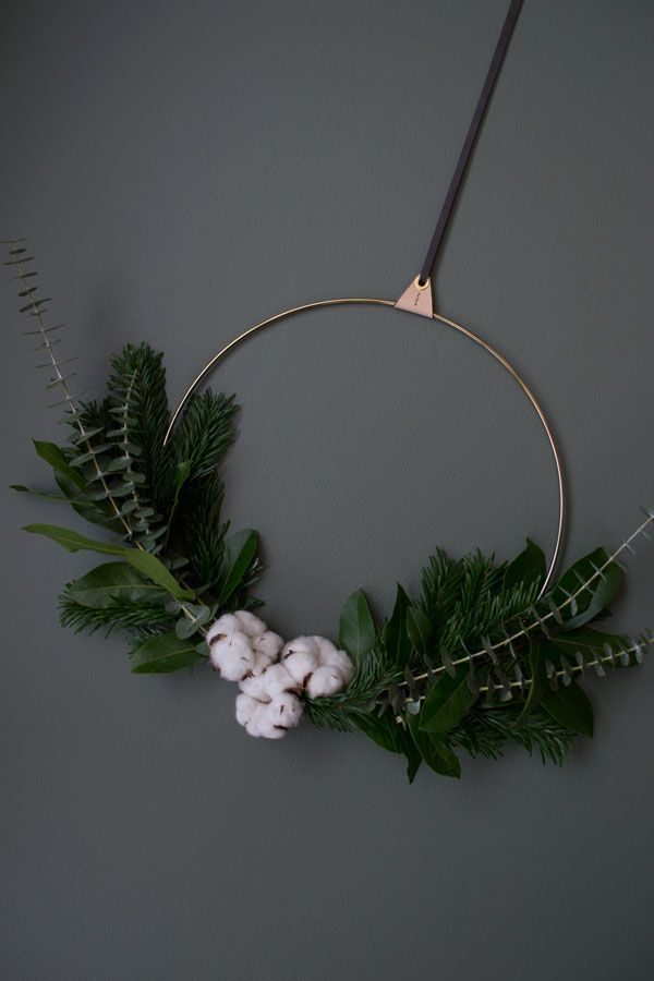 Christmas Styling Inspiration Minimal Wreath Curate Display Nordic Interiors And Lifestyle Blog Minimalist Christmas Christmas Wreaths Diy Scandinavian Christmas Decorations