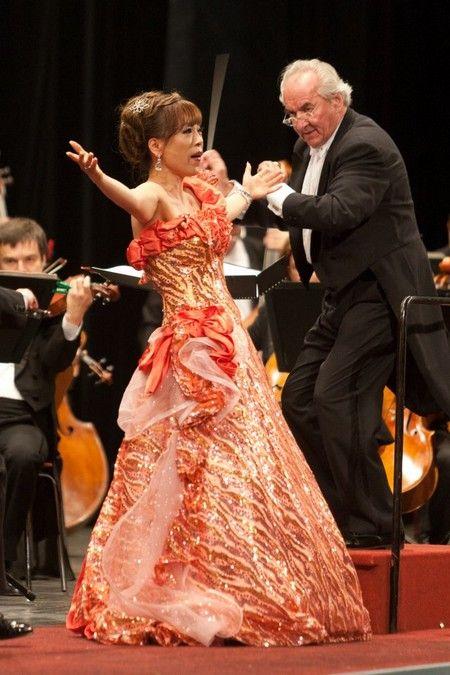 Jo Sumi   hvězdy operniho nebe sumi jo sumi jo sopran dirigent ondrej