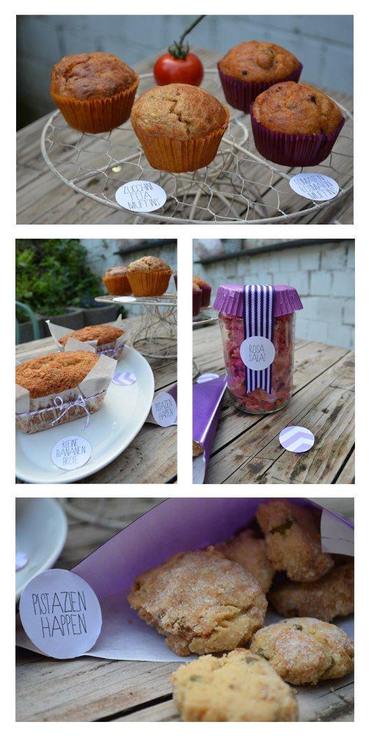 Zucchini-Feta-Muffins, Tomaten-Rosmarin-Oliven-Muffins, kleine Bananenbrote, Rosa Nudelsalat (mit Roter Bete, Linsen, etc.) und Pistazienhappen