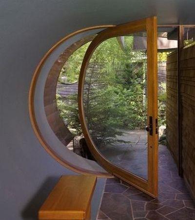 Swivel crescent door