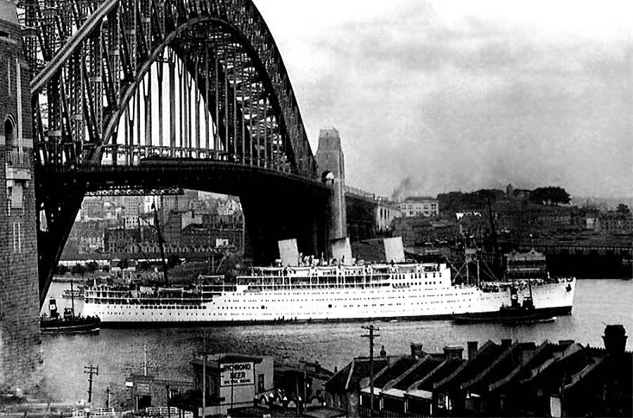 Strathaird departing Sydney