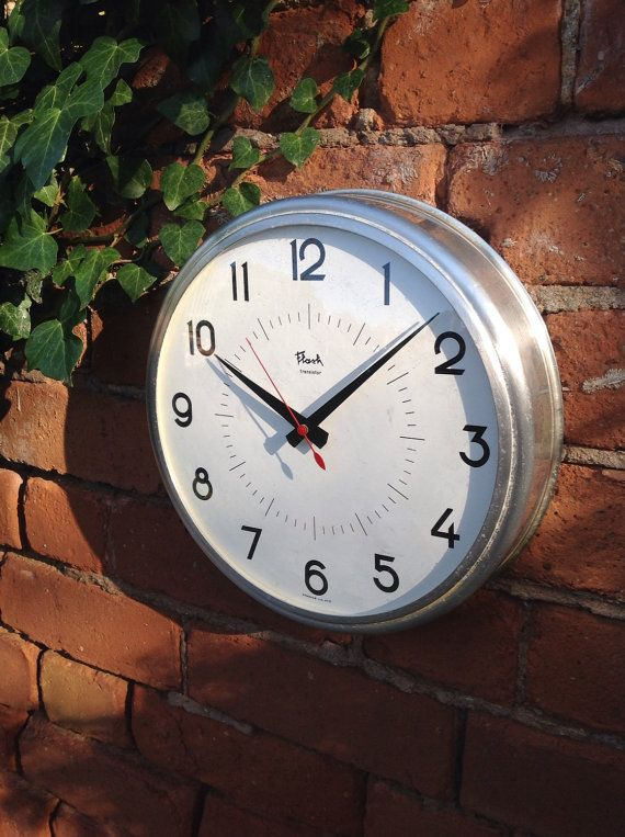 Lovely French 1970s industrial clock. Flash by AuGrenierOublie