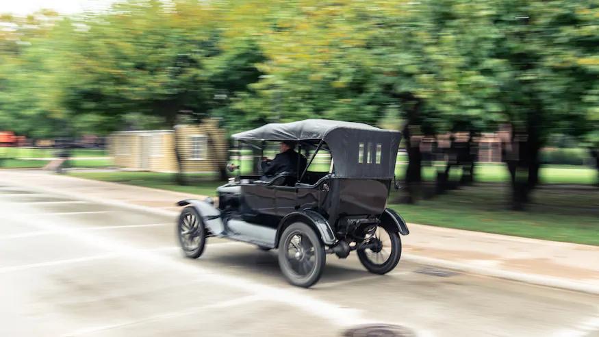 Throwback Comparison Test Ford Model T Vs Detroit Electric Model