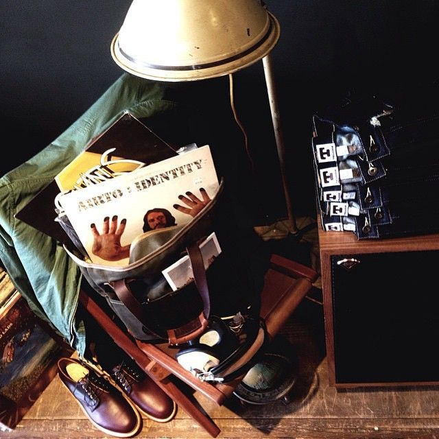 We love events like #VinylSundays at @TannerGoods. Friends, music, drinks and, of course, classic #AmericanMade #speakers like the #Klipsch Heresy. #TannerGoods #MadeInUSA #WorthHoldingOnto