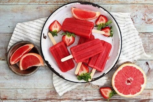 "Strawberry Grapefruit ""Poptails"" so easy, im making"