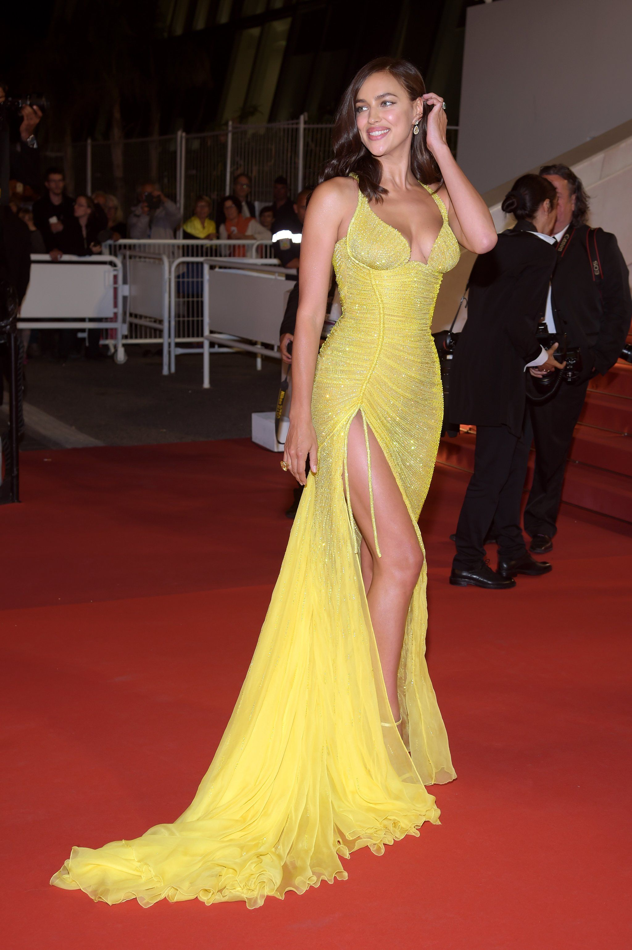 7f542993e4ce Irina Shayk Is Back on the Red Carpet and Hot Damn