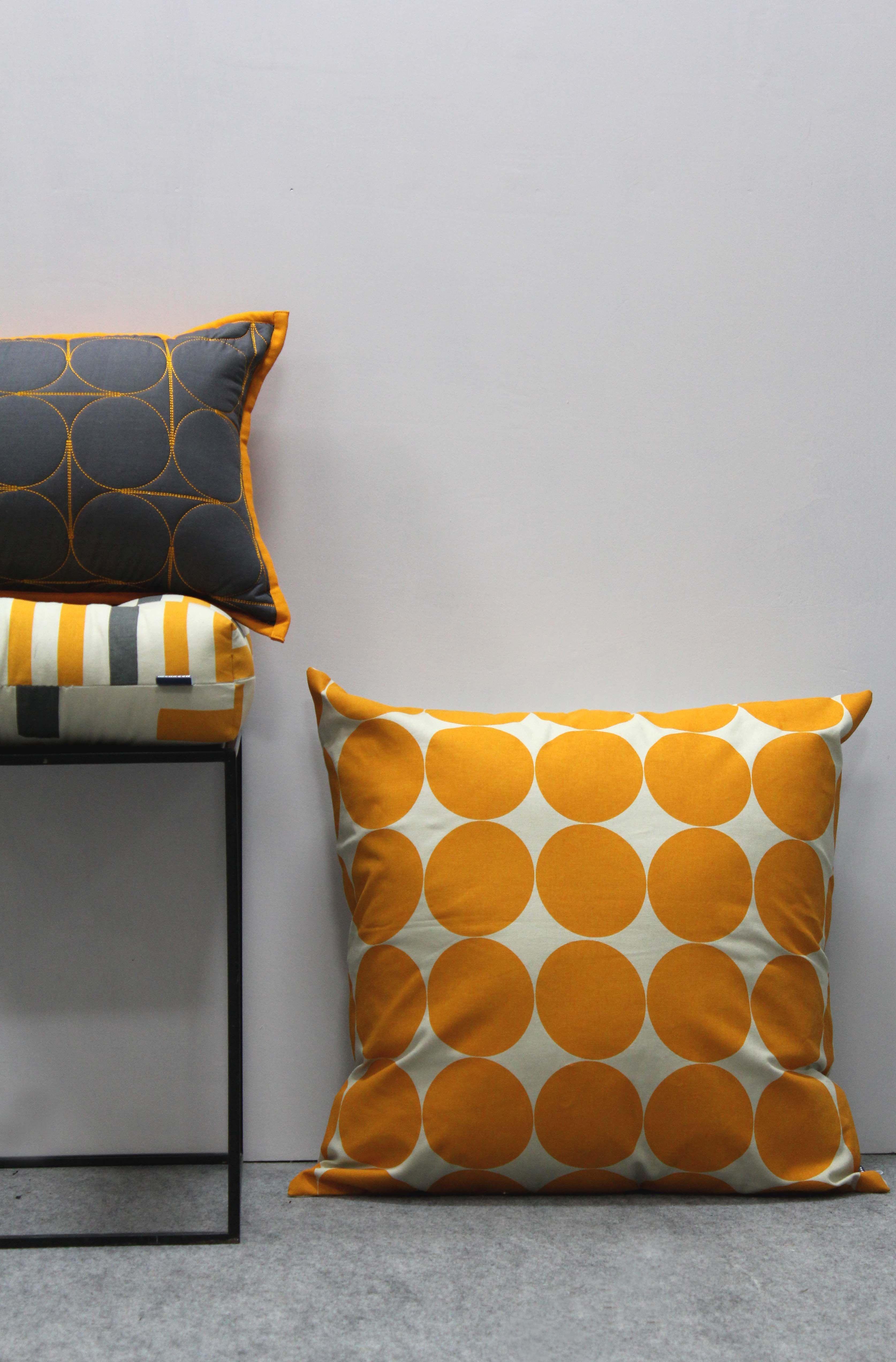 More circles contemporary ss decorative pillows ideas