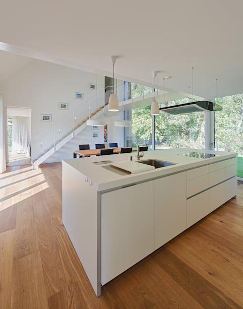 Waldhaus mit Durchblick von Möhring Architekten Boden, Modern