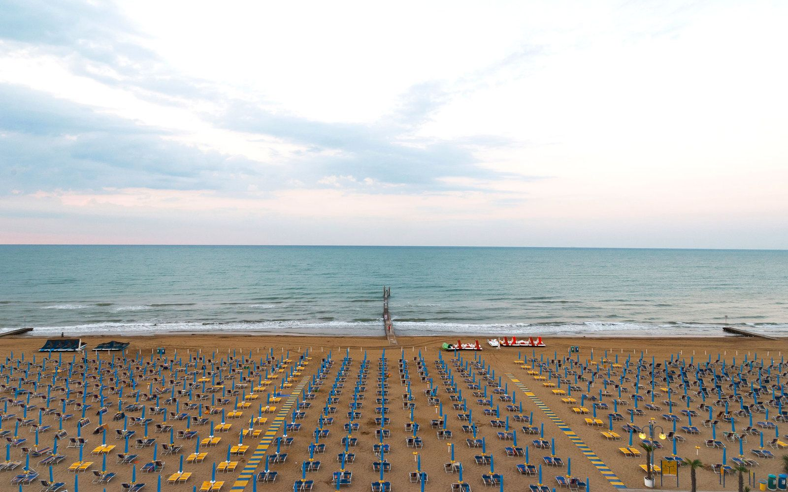 Lido Beach Di Venezia On Top Of The Fabulous Food And Cultural Hotspots Italy Is Replete With Incredible Beaches Read To Find Best