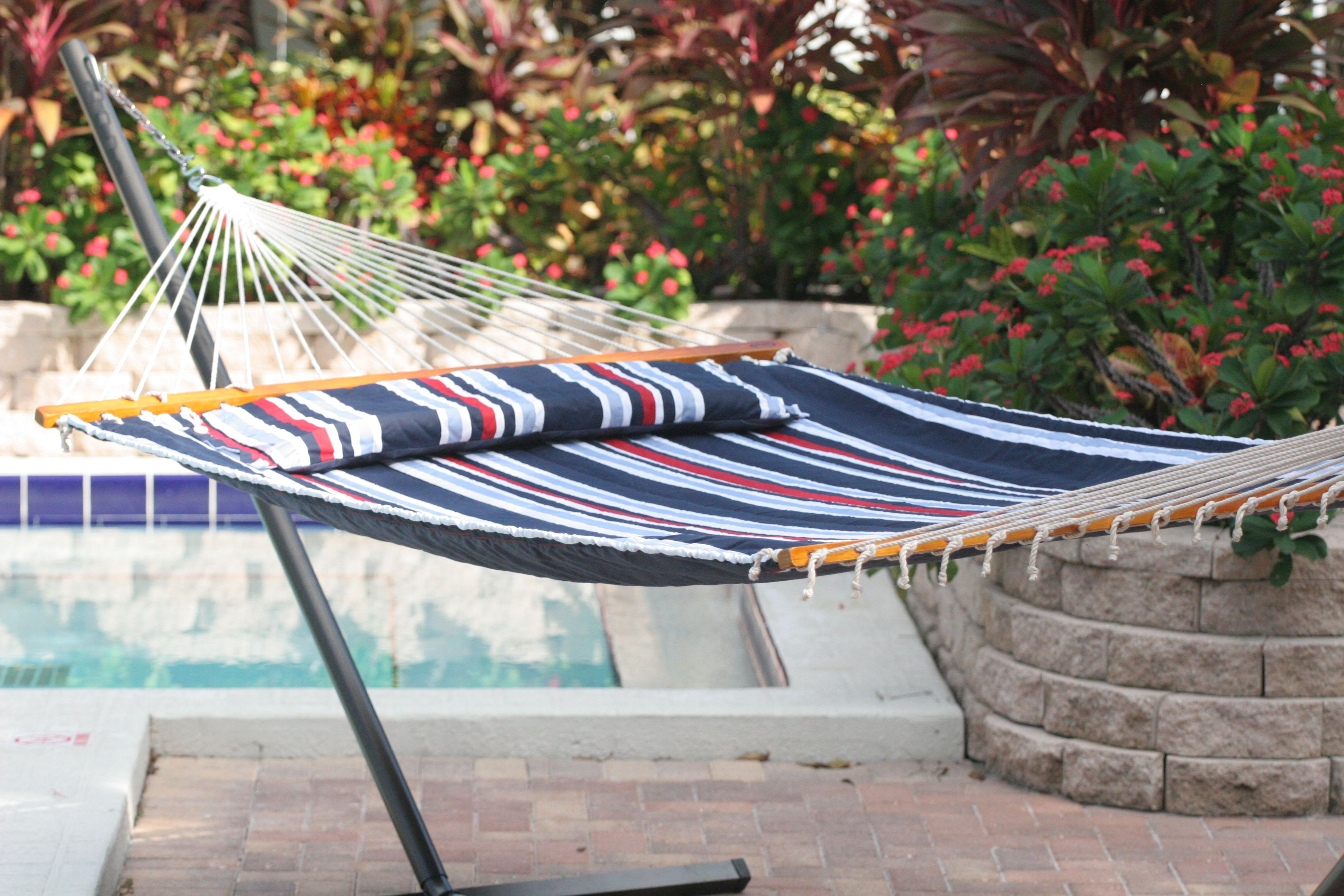 Lounge stylishly in outdoor comfort with the nylon hammock in a bag