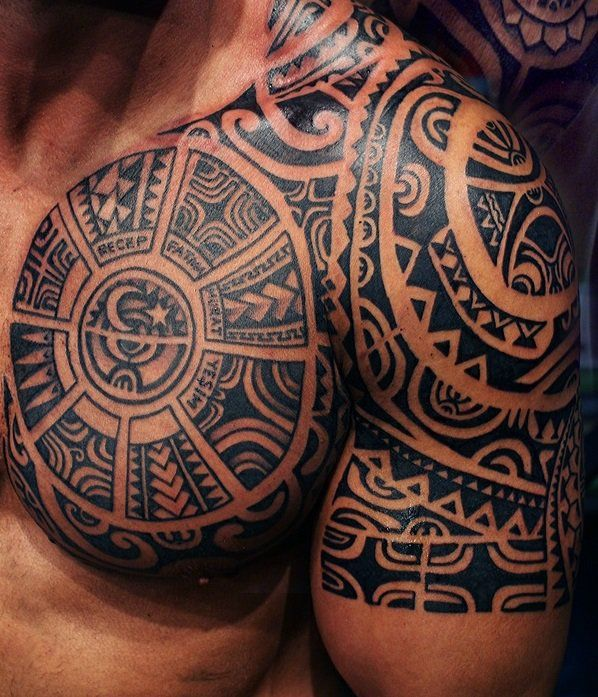1001 oberarm tattoo designs beispiele f r einen neuen look tattoo maori and maori tattoos. Black Bedroom Furniture Sets. Home Design Ideas
