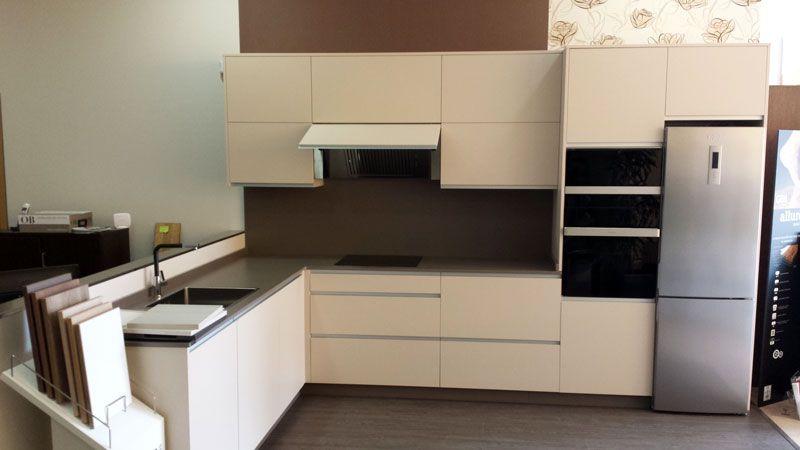 Diseño de #cocina con campana extractora P-755, horno, microondas y ...