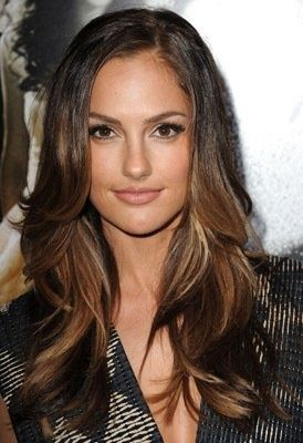 Minka Kelly, the Leighton Meester look-a-like that has gorgeous hair, this newbie actress WOULD be a DREAM to style.Whether sexy, rocker chick, stylista, or trendy shes a brunette Barbie doll ! A stylist dream to dress up !