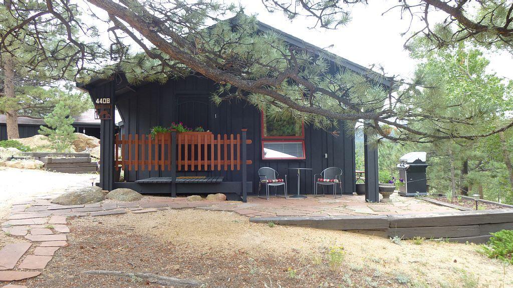 Estes Park studio rental - Your mountain studio retreat - Castle Mtn. studio