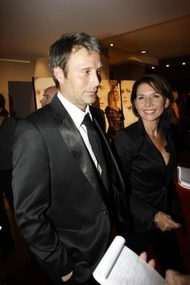 Mads Mikkelsen and wife e4f8ff0e7ffd4