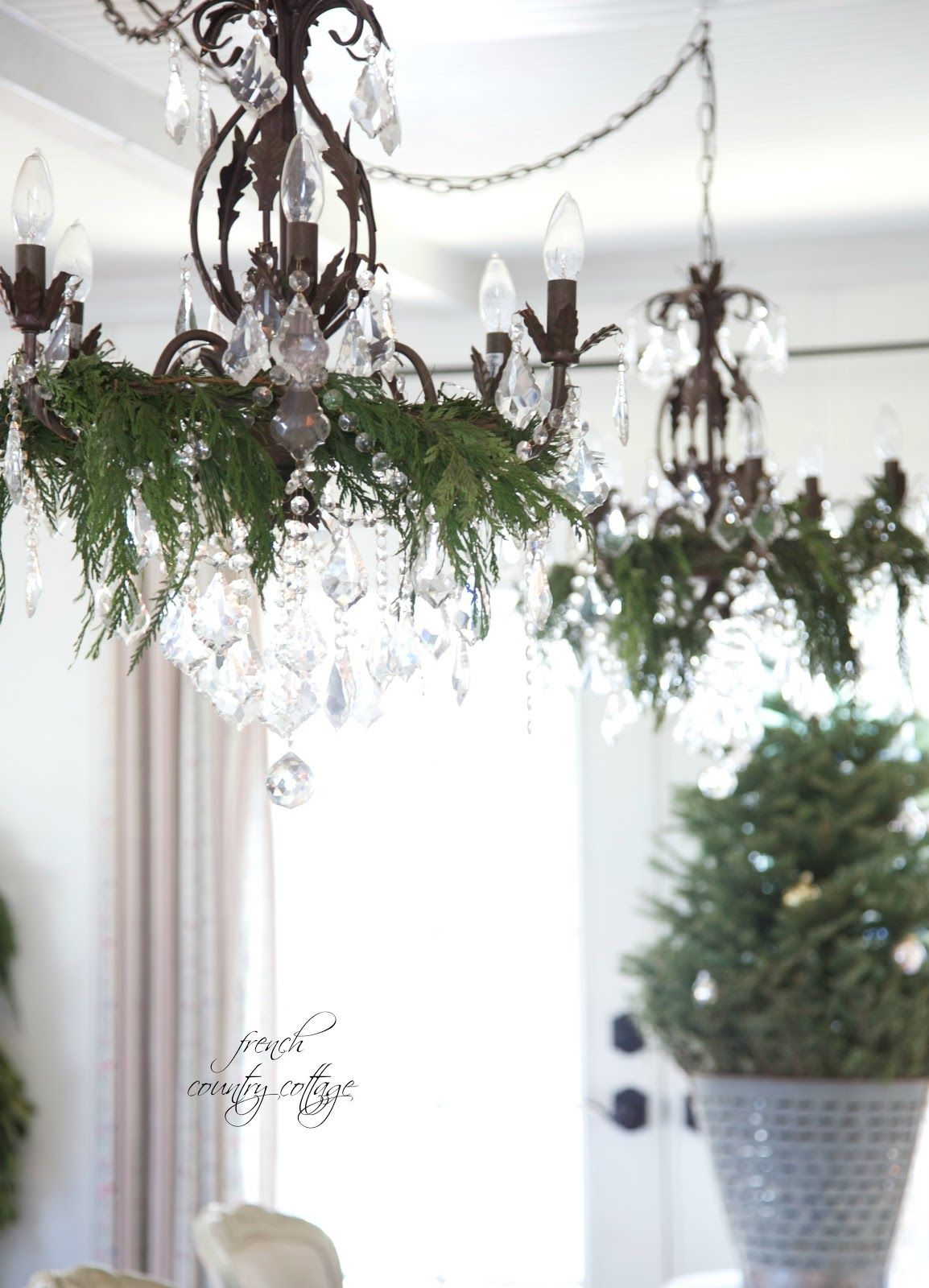 FRENCH COUNTRY COTTAGE: Christmas Dining room & last minute place setting ideas