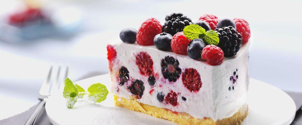 Kuchen mit topfen und beeren