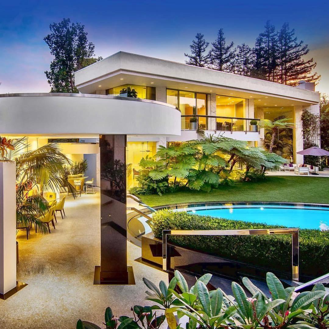 La Imagen Puede Contener Casa Arbol Planta Cielo Y Exterior Beverly Hills Houses Mansions Luxury Decor