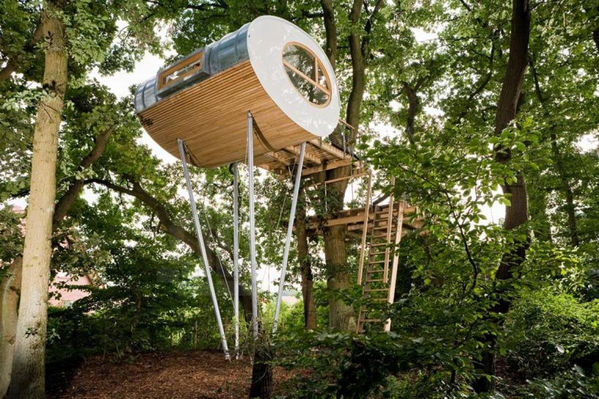 Modern Tree Houses Capsule Design Tree House Design Modern Ship Tree Hoouse Design