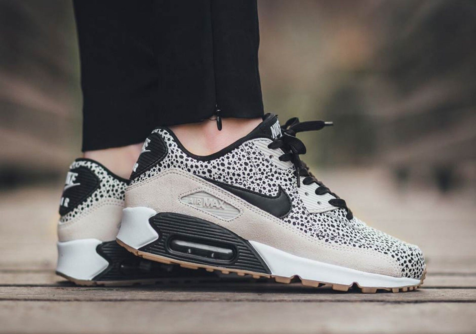 Women's Nike Wmns Air Max 90 Essential Black Dark Grey Bright Crimson Gum Light Brown Sneakers : R22