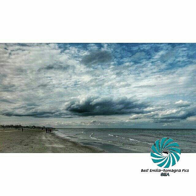 COMPLIMENTI a @manumanu_ms per questo bellissimo scatto dalla spiaggia di Rimini!  scelta da @isola_fenice (ADMIN) FOUNDER: @mariettorc LOCALITÀ: Rimini  CATEGORIA: #sea  #emiliaromagna #italia #italy #turismo #travel #travelgram #instatravel #travelphotography #mytravelgram #whatitalyis #instabeauty #turismoer #turismo #bestitaliapics #visitemiliaromagna #italiainunoscatto #italia365 #igersitalia #igersemiliaromagna #italia_places #ig_emiliaromagna #ig_europe #loves_emiliaromagna…