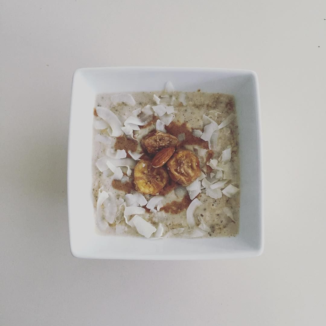 In heaven right now  creamy coconut and almond porridge with  Algarve syrup & chia-  topped with dried banana! Is worth getting up for! #happy #gettheglow #delicious #vegan #graze #organic #wholefoods #oats #foodie #foodporn #breakfast #healthy #weekendvibes