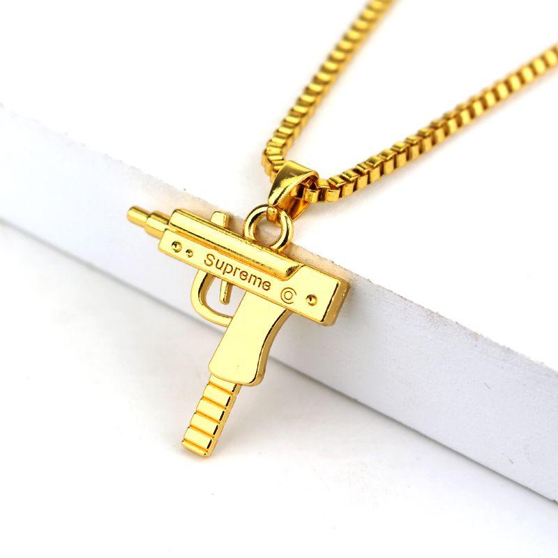 1c198237ac1 Mode Hip Hop Bijoux Gravé Lettre Gun Collier 65 cm À Longue Chaîne Suprême  Qualité Pendentif Colliers HipHop Pour Hommes Femmes cadeau
