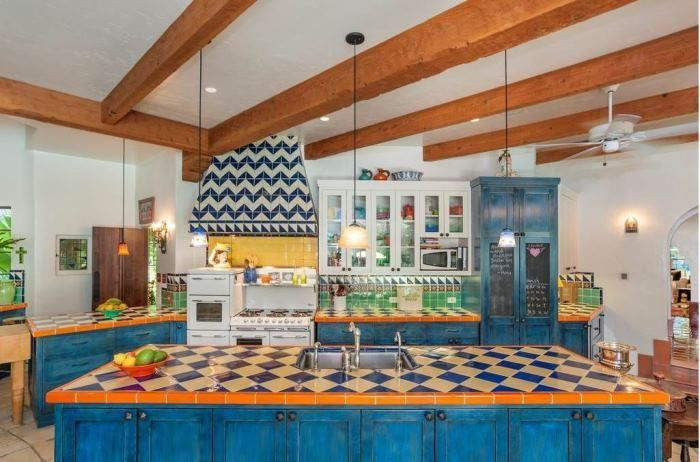 The Colorful Home Of Annie Potts From Designing Women For