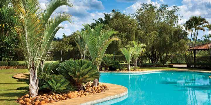 Piscinas para casas de v rios tamanhos e formatos for Piscinas p 29 villalba