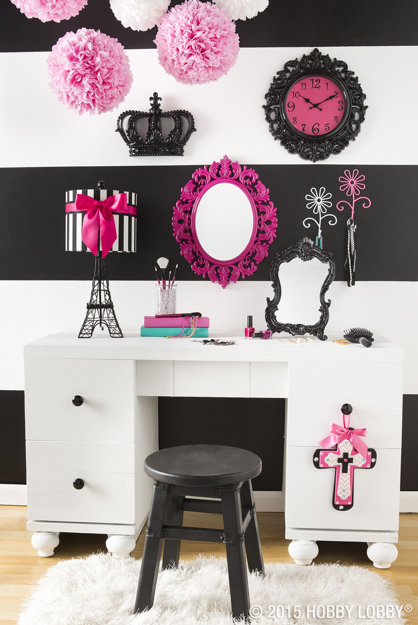 love black and pink? oui oui! decorate your space with a flair for