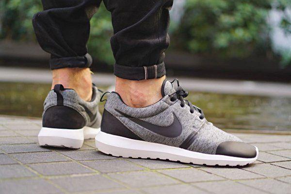 Découvrez les Nike Roshe Run NM Tech Fleece Black & Cool Grey, des running  en tissu polaire noir ou gris (automne
